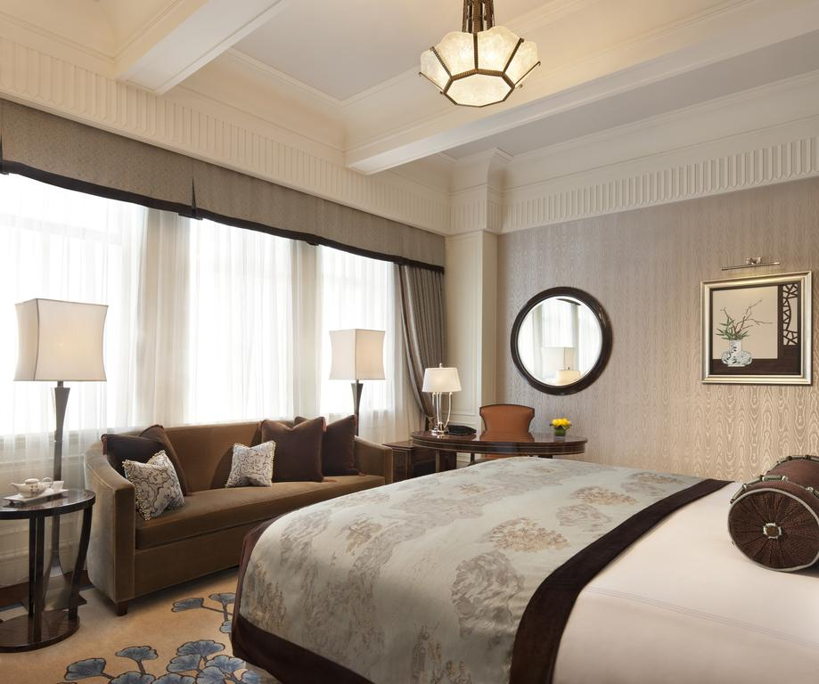 Fairmont Peace Hotel room